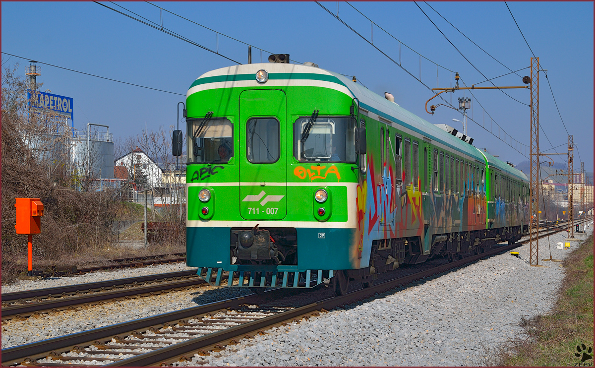 Multiple units 711-007 are running through Maribor-Tabor on the way to Murska Sobota. /13.3.2014
