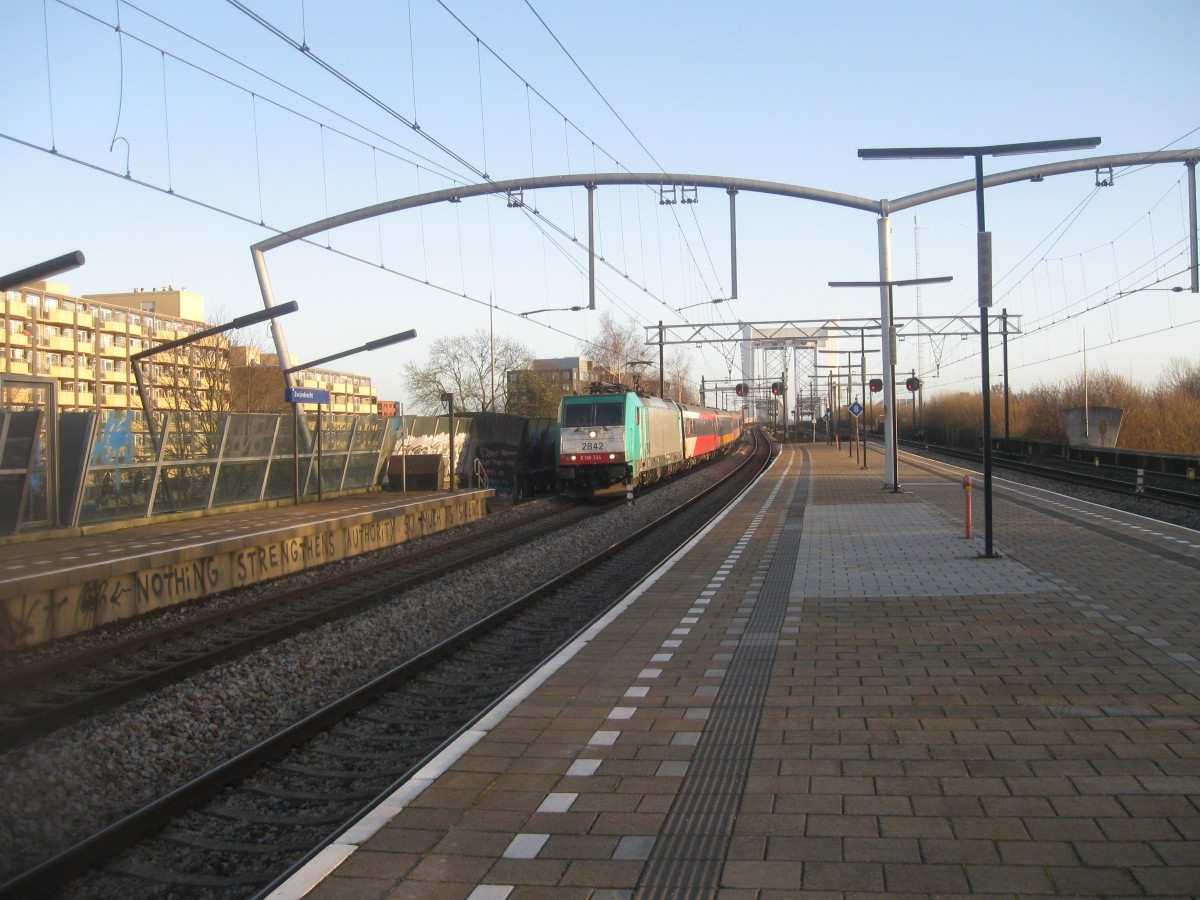 NMBS 2842/186-234 Comes through Zwijndrecht with an Express bound for Amsterdam CS, 02/01/2015.