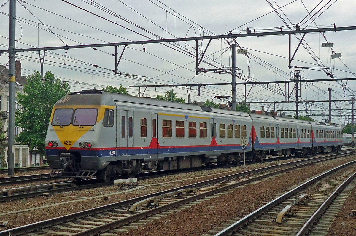 NMBS 426 leaves Antwerpen-Berchem on 22 May 2014.