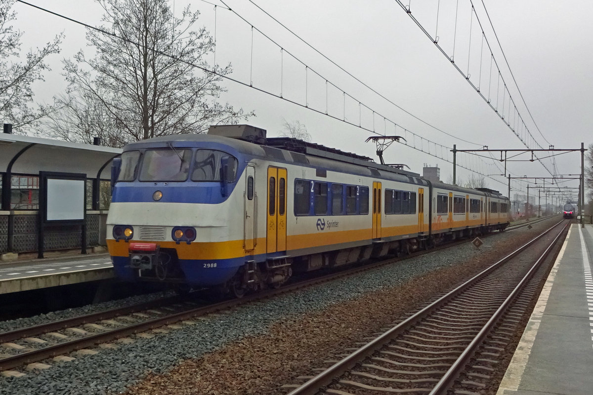 NS 2988 calls at Nijmegen-Dukenburg on a grey 29 January 2020.