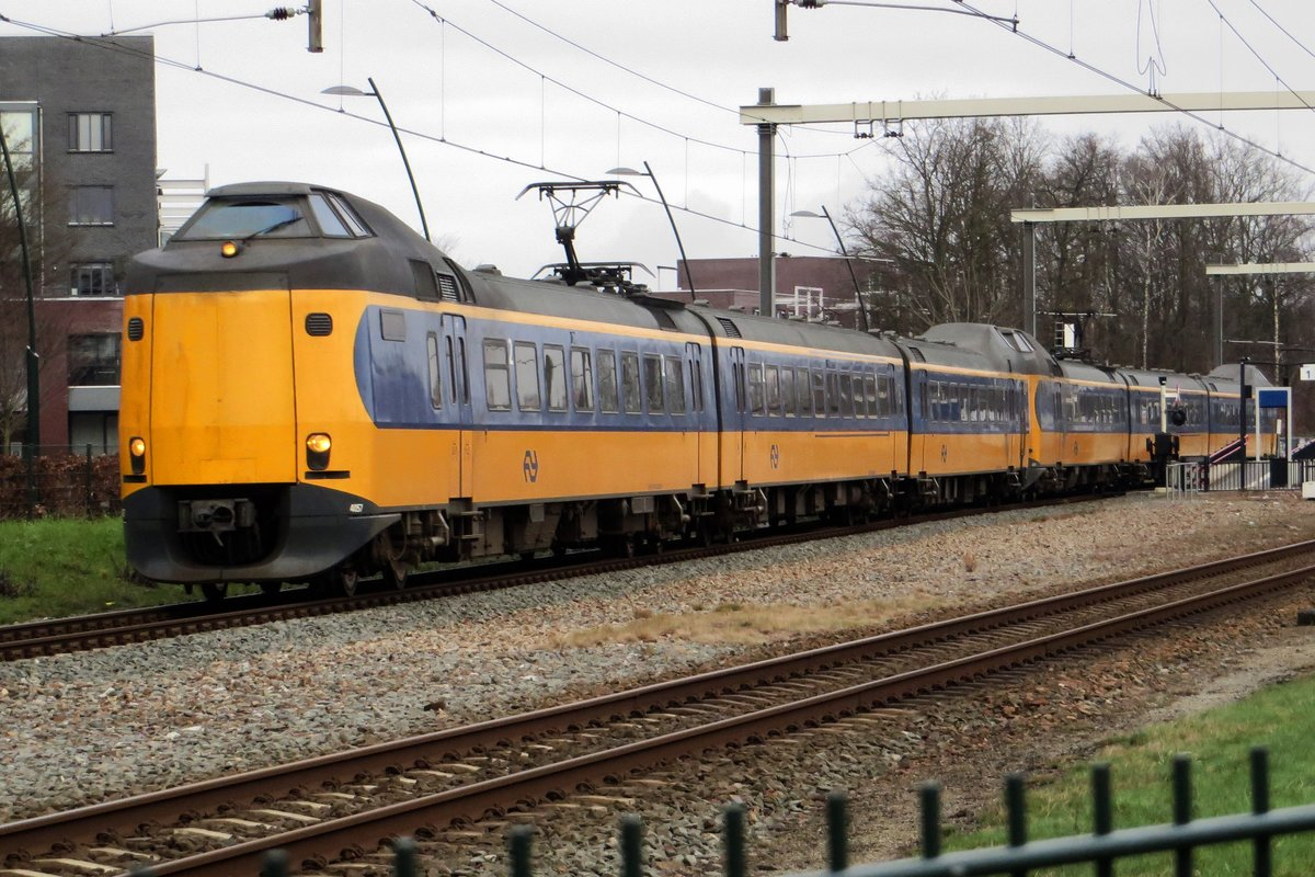 NS 4057 passes through Wijchen on a grey 15 January 2021.
