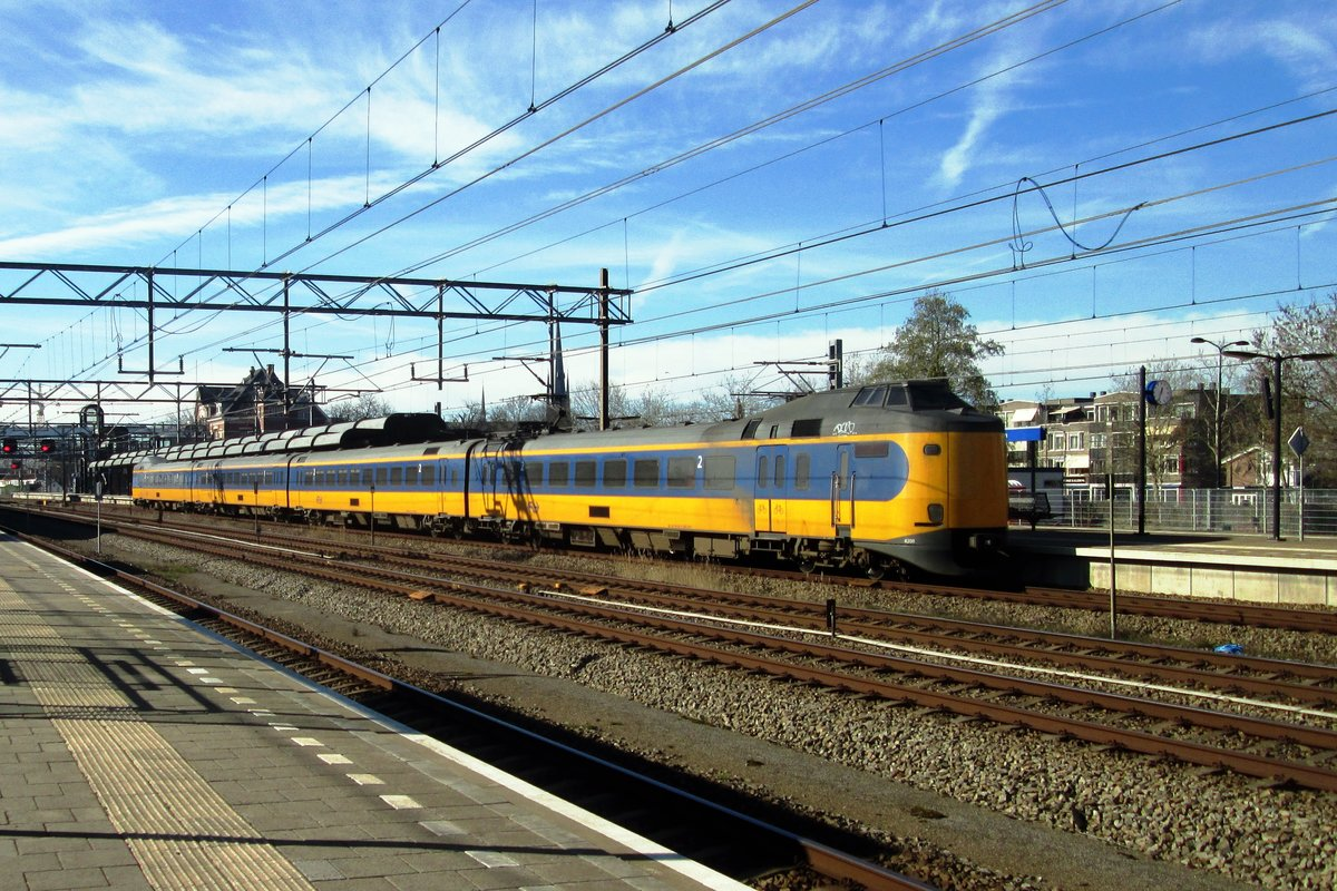 NS 4208 enters Woerden on 24 February 2019.