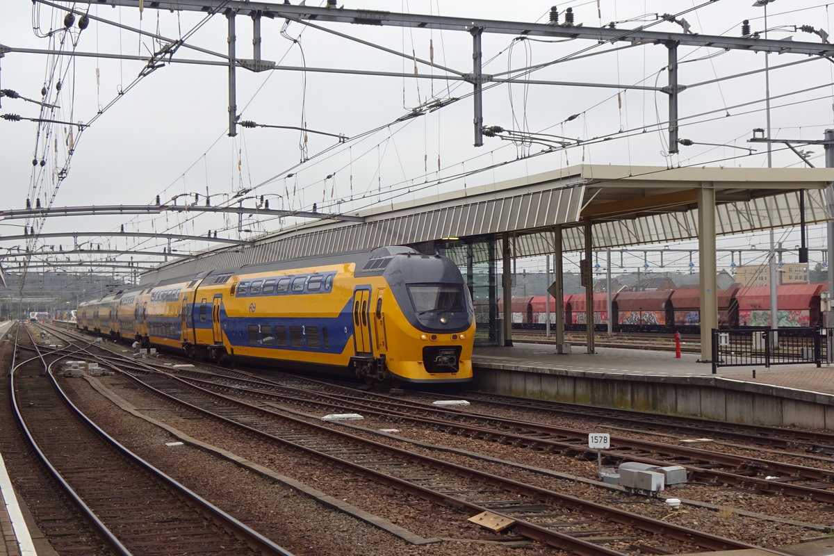 NS 8615 leaves Venlo for Den Haag Centraal on 27 August 2020.