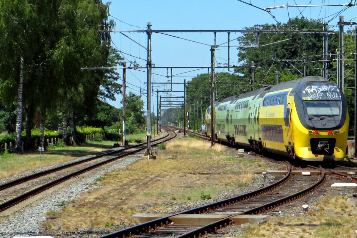 NS 9556 quits Ede-Wageningen on 25 June 2020.