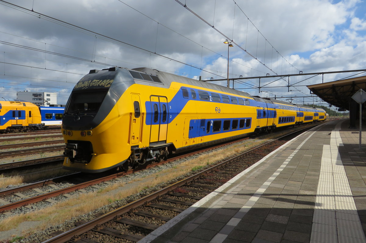 NS 9587 stands parked at Roosendaal on 28 June 2020.