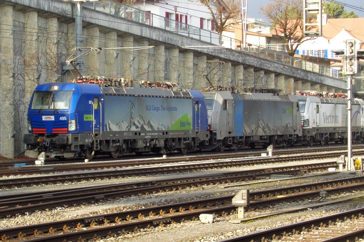 On 1 January 2019 BLS 193 495 heads a loco train while resting at Spiez.  Since the Swiss notation for the Multi-System Vectron (in Germany 193) is Class 475, I put this in Class 475.