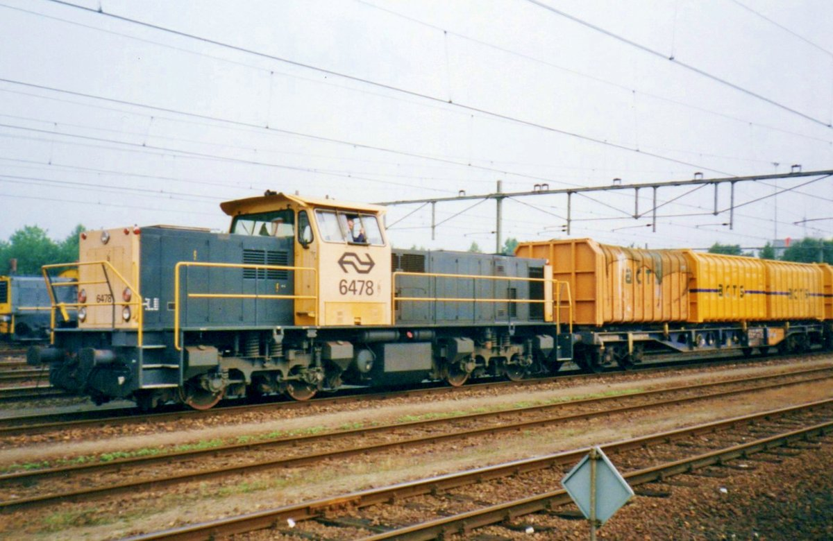 On 10 August 1998, NS 6478 shunts ACTS containers at Sittard.