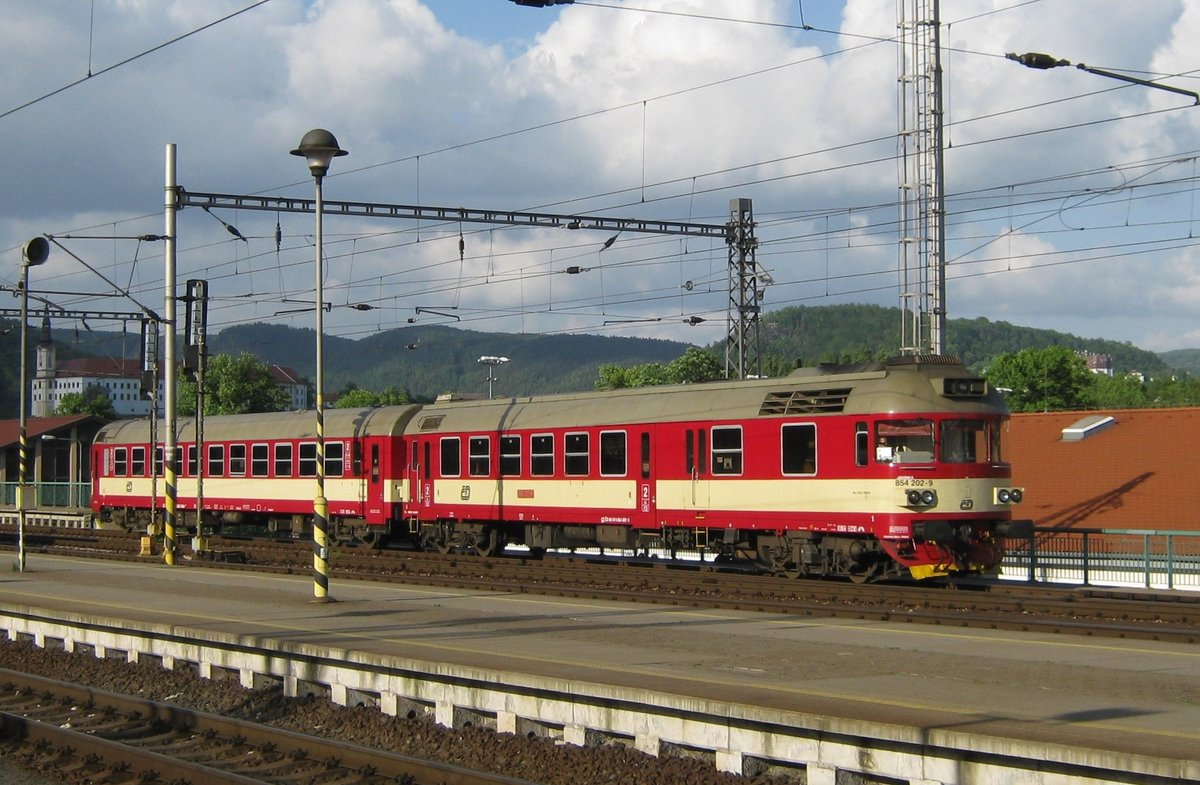 On 12 May 2012 CD 854 202 enters Decin hl.n. with a service from Liberec.