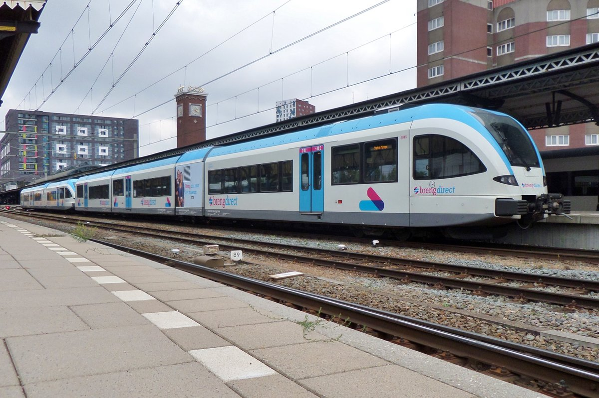 On 13 June 2018 BRENG 5045 was drafted in as reinforcement for the Arriva service to Limburg and stands here at Nijmegen.