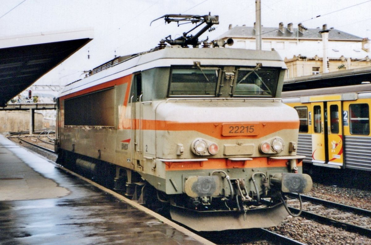 On 2 August 2000 SNCF 22215 runs light through Nancy-Ville.