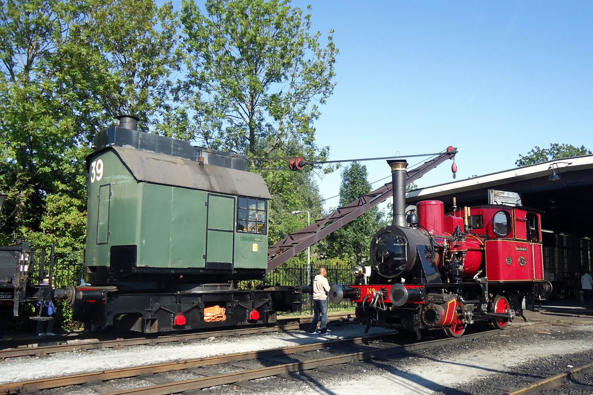 On 28 September 2013 SHM-16 stands at Hoorn at the loco shed of the Stoomtram Hoorn-Medemblik.