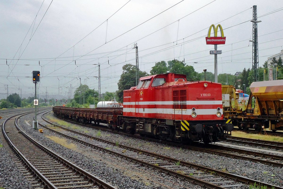 On 3 July 2013, HGB V 100-03 shunts a train during light engineering works at Remagen.