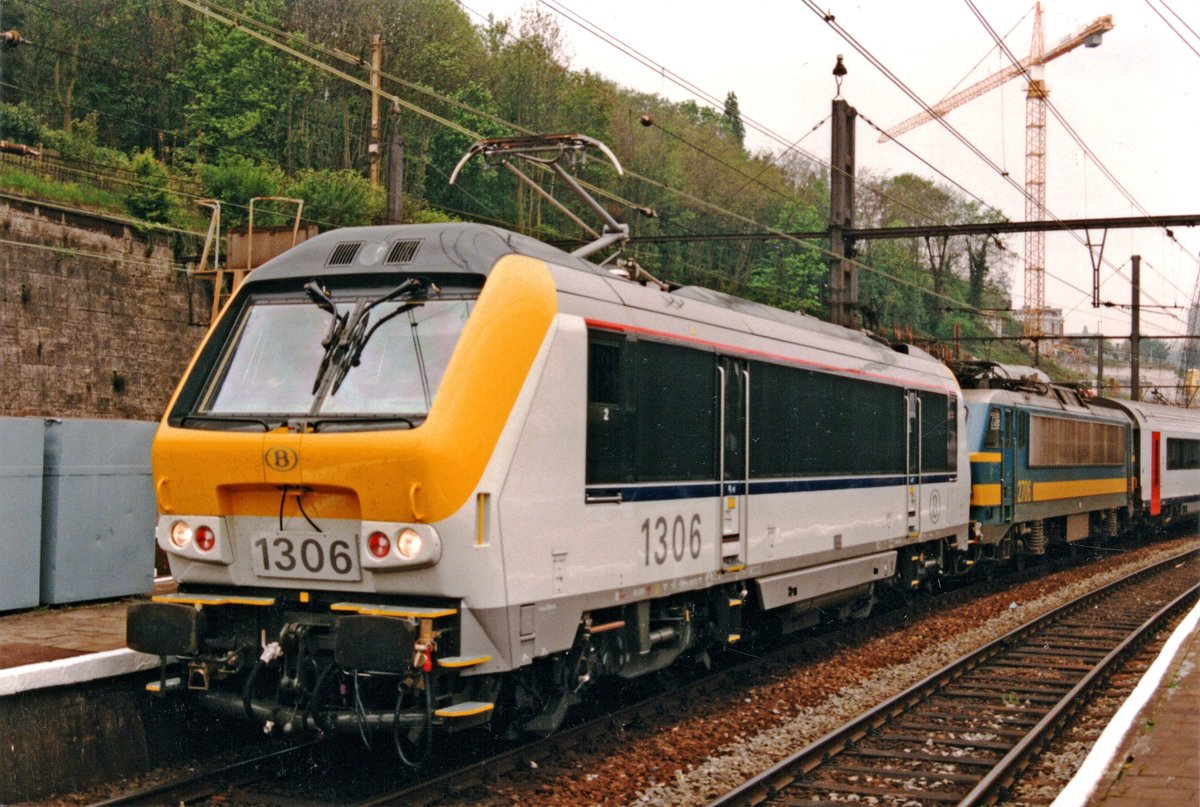 On 4 August 1999 the SNCB 27 in front of the IC service to Eupen decided it had done enough for the day and called in quits. SNCB 1306 joint the fray at Liége-Guillemins and rescued the day for the travellers on board.