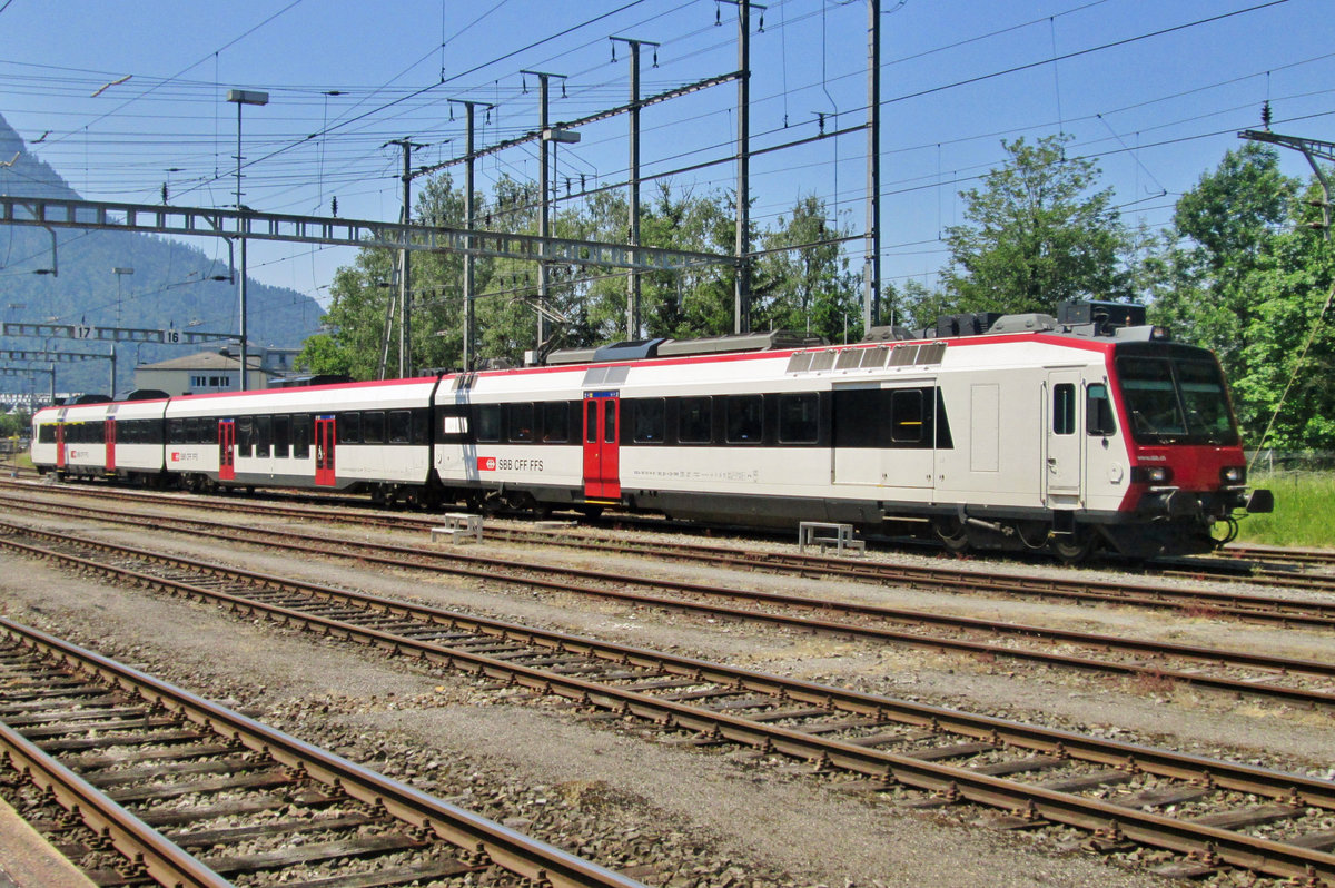 On 6 June 2015 SBB 560 301 stands stabled at Arth-Goldau.