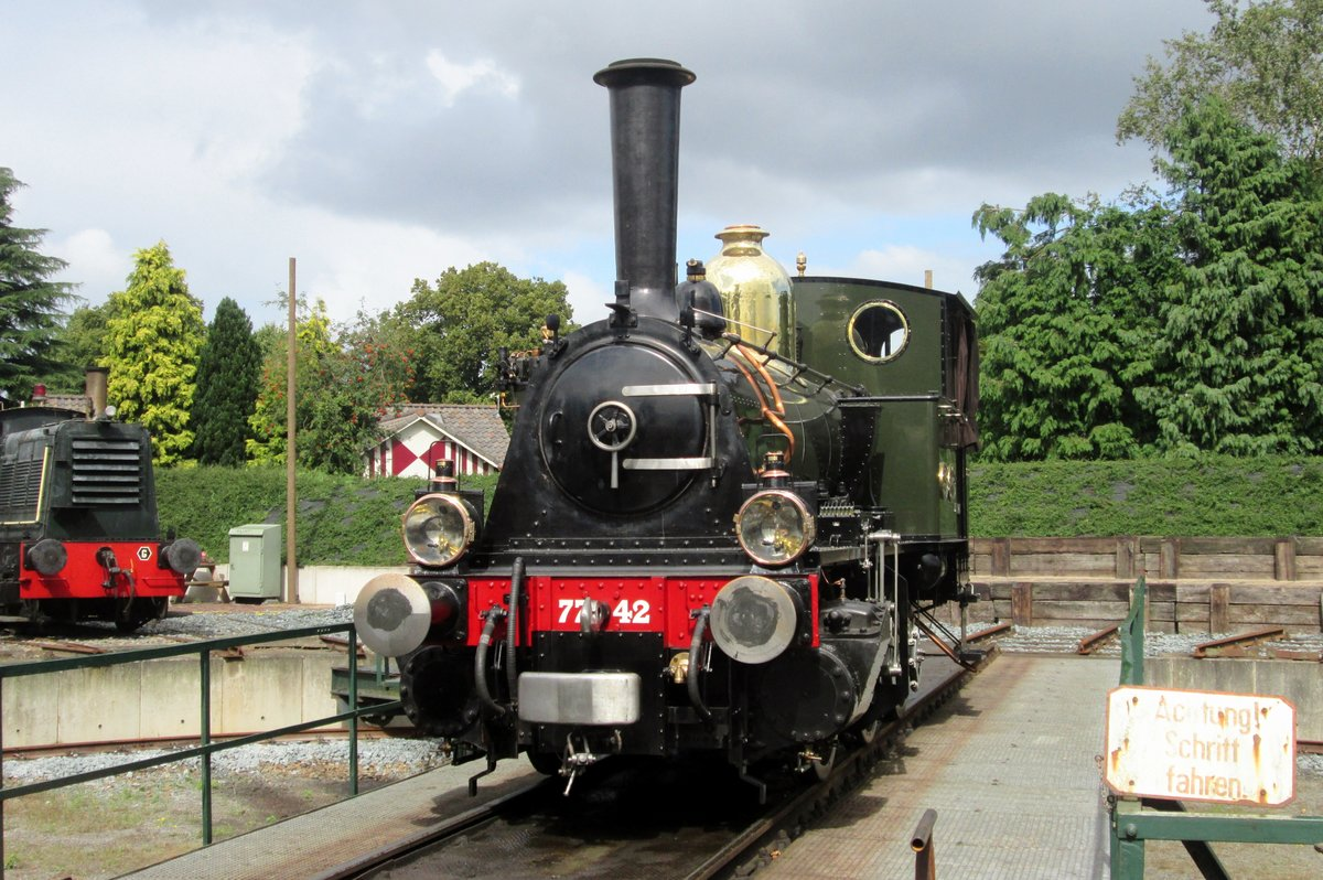 On 6 September 2015 SHM 7742 stands as a guest at the turn table in Beekbergen with the VSM during the Terug naar Toen weekend.