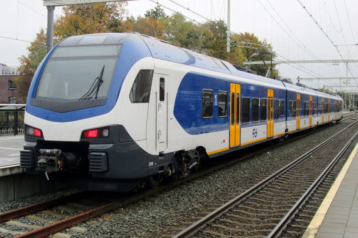 On 7 November 2016 NS 2508 stands at Wijchen for a double test: not only the Flirt-3 was tested before entering revenue earning service from December 2016, the new track 2 also was put to test in order to double the frequency of stopping trains between Arnhem and Wijchen.