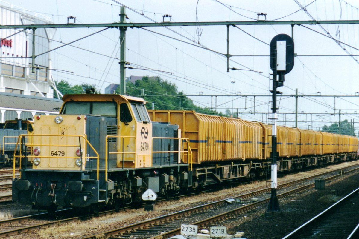 On 8 August 1998 NS 6479 stands with the first type of ACTS container train in Sittard.