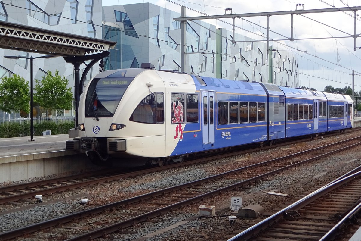On 8 June 2019, Arriva 387 enters Nijmegen.