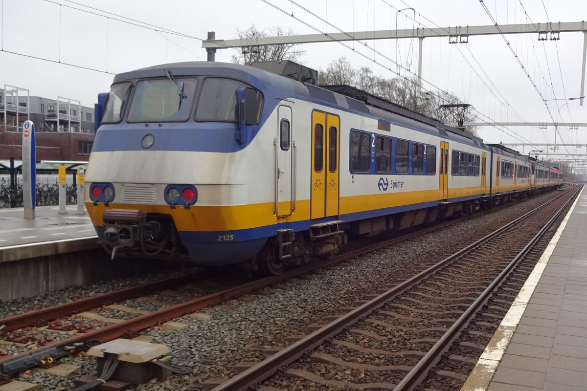 On a rainy 12 December 2019, NS 2125 stands at Wijchen ready for departure.