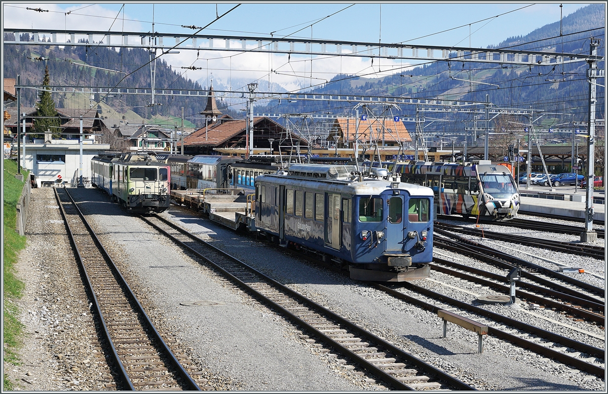 On left the GDe 4/4 6006, in the middle of the picture the BDe 4/4 3002 and on the right the outcoing Be 4/4 in Zweisimmen. 