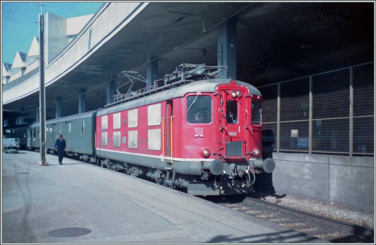 Re 4/4 I wiht a local train to Payern in Lausanne.