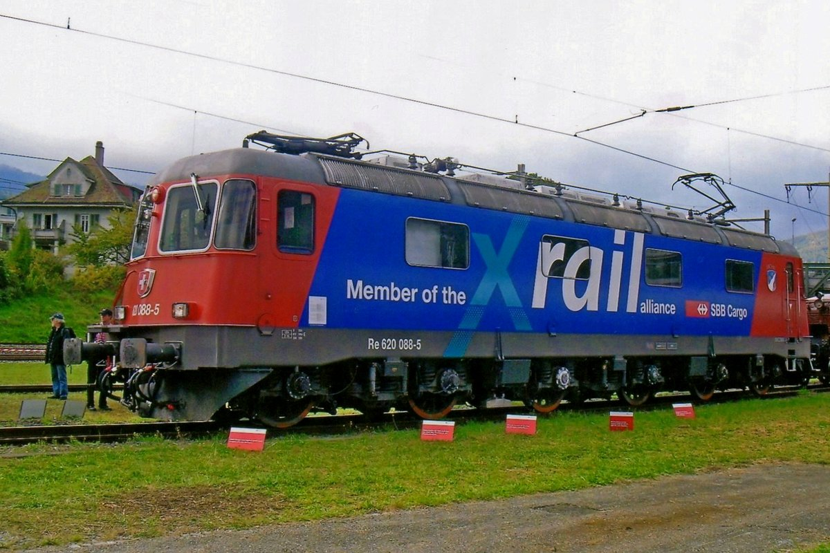 SBB Cargo 620 088 claims the Swiss membership of X-Rail Alliance at the works in BIenne on a rainy 20 September 2010.