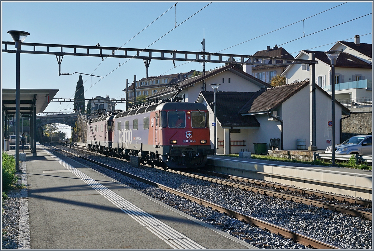SBB Re 620 039-8 and 021-6 in Rivaz.