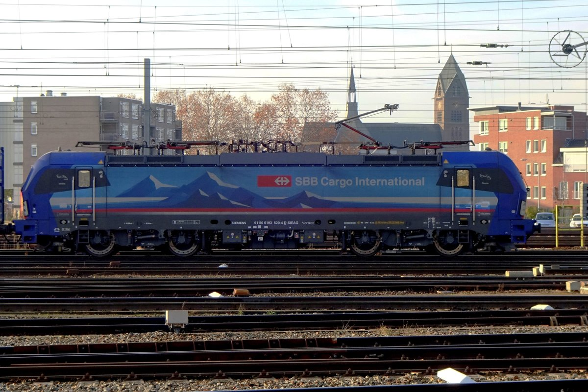 SBBCI 193 520 stands at Venlo on 25 November 2020.
