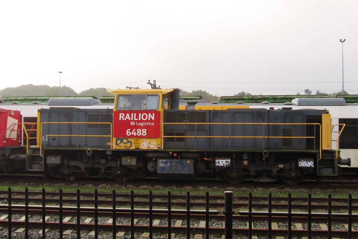 Sidelining was the fate of 6488 at Amersfoort on 14 October 2014. Within a year, she was one of a batch of ex-NS 6400 that found pastures new in Poland.