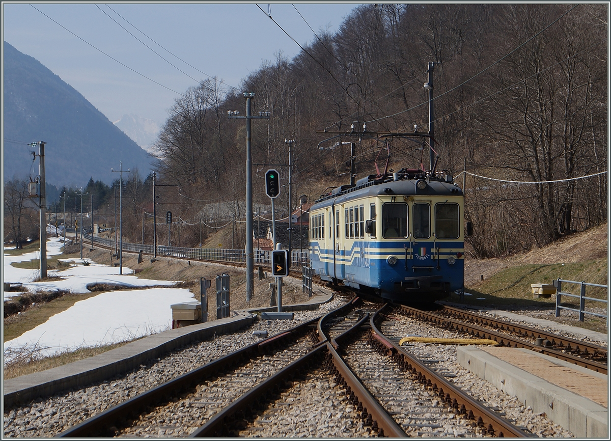 The ABe 6/6  Piemonte  is leaving Re. 