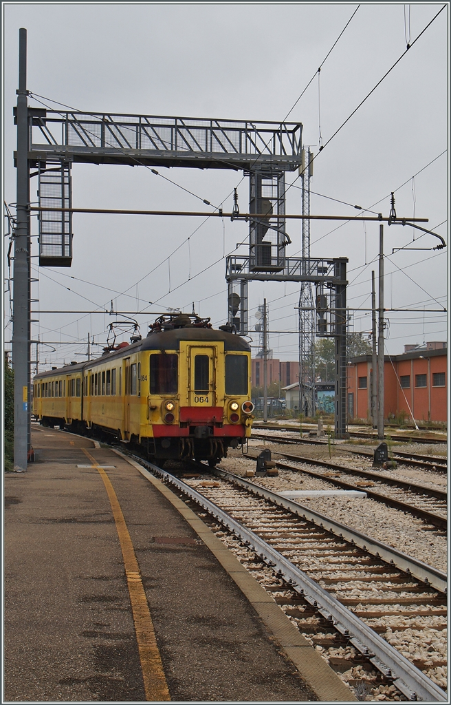 The ALe 228 064 (ex SNCB AM) in Modena. 20. 09.2014