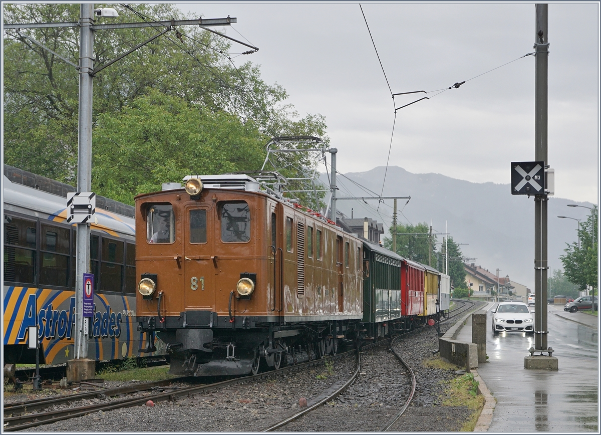 The Blonay-Chamby BB Ge 4/4 81 with the Riviera Belle Epoque Service from Chaulin to Vevey in Blonay.