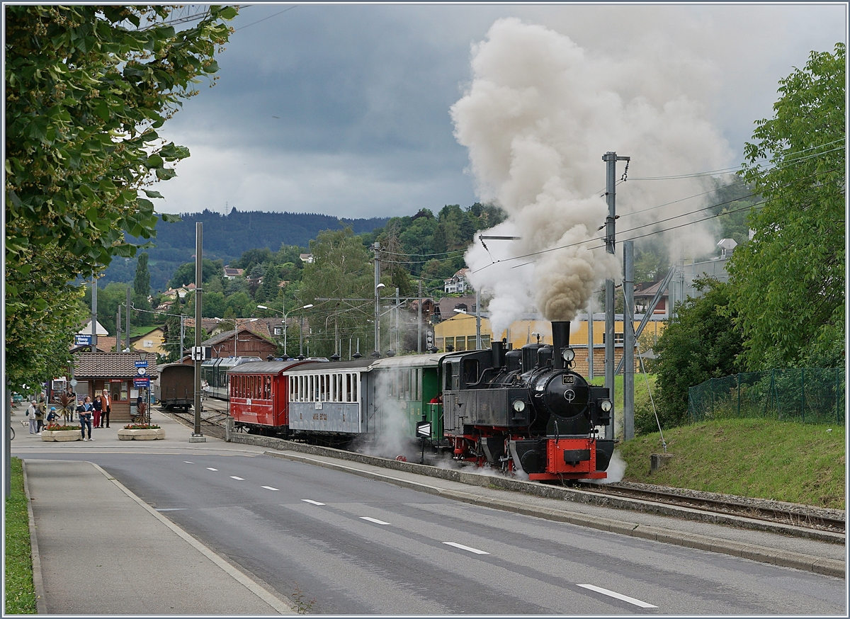 The Blonay-Chamby G 2x 2/2 105 with a local train on the way to Chaulin in Blonay. 