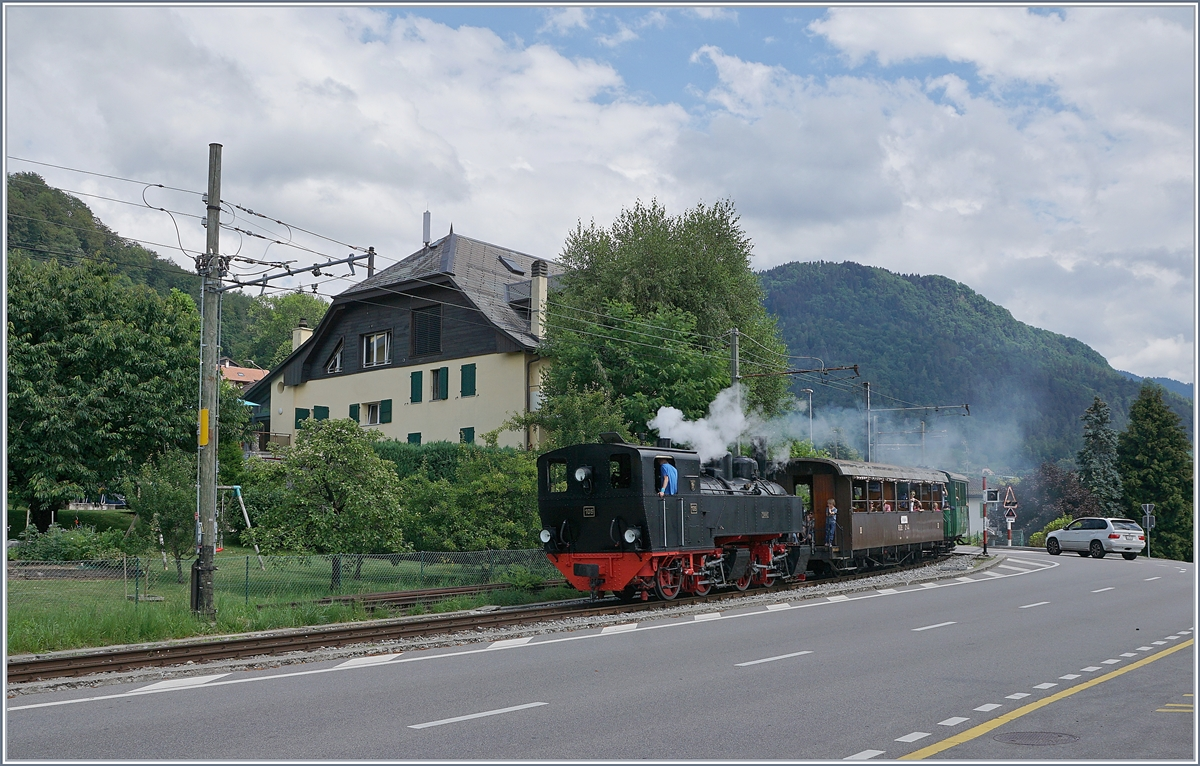 The Blonay Chamby G 2x 2/2 105 with his service from Chaulin is shortly arriving at Blonay.