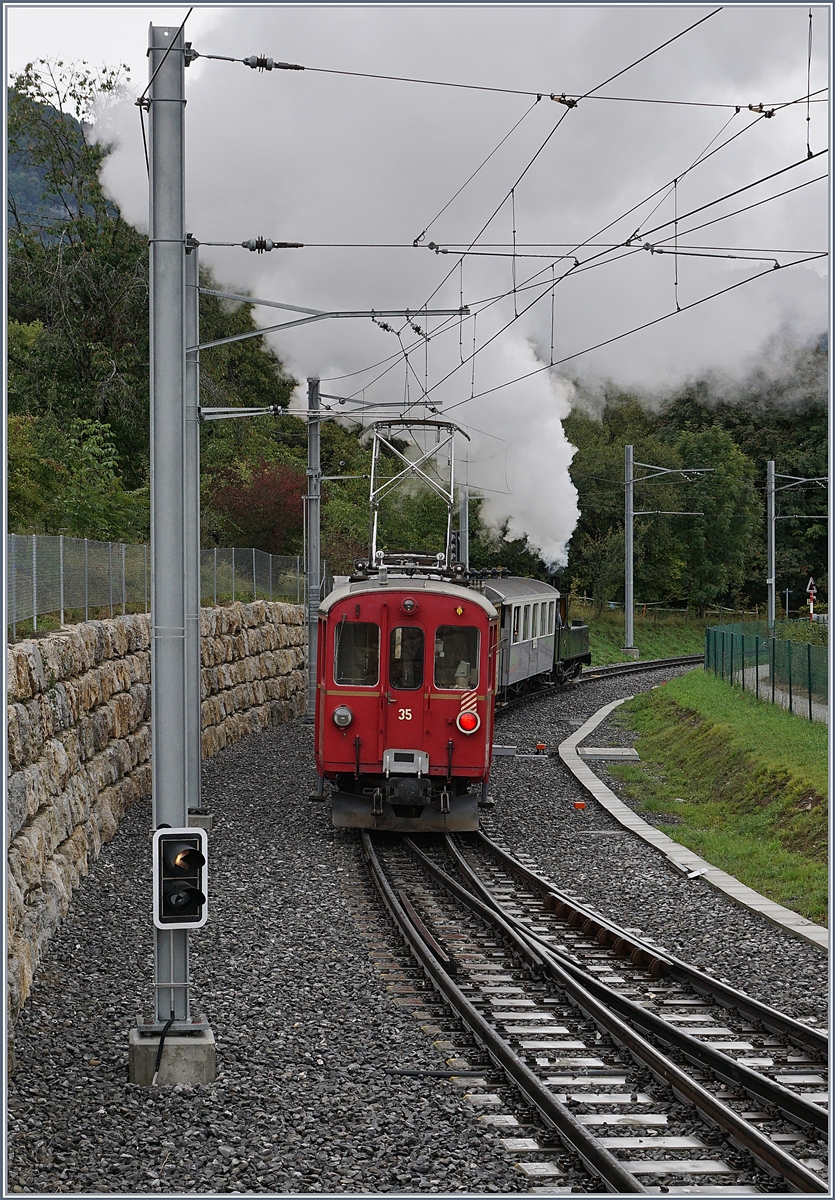 The Blonay-Chamby G 3/3 N° 5 (LEB) and the RhB ABe 4/4 35 wiht the Riviera Belle Epoque Service from Vevey to Chaulin in St Legier Gare. 27.09.2020