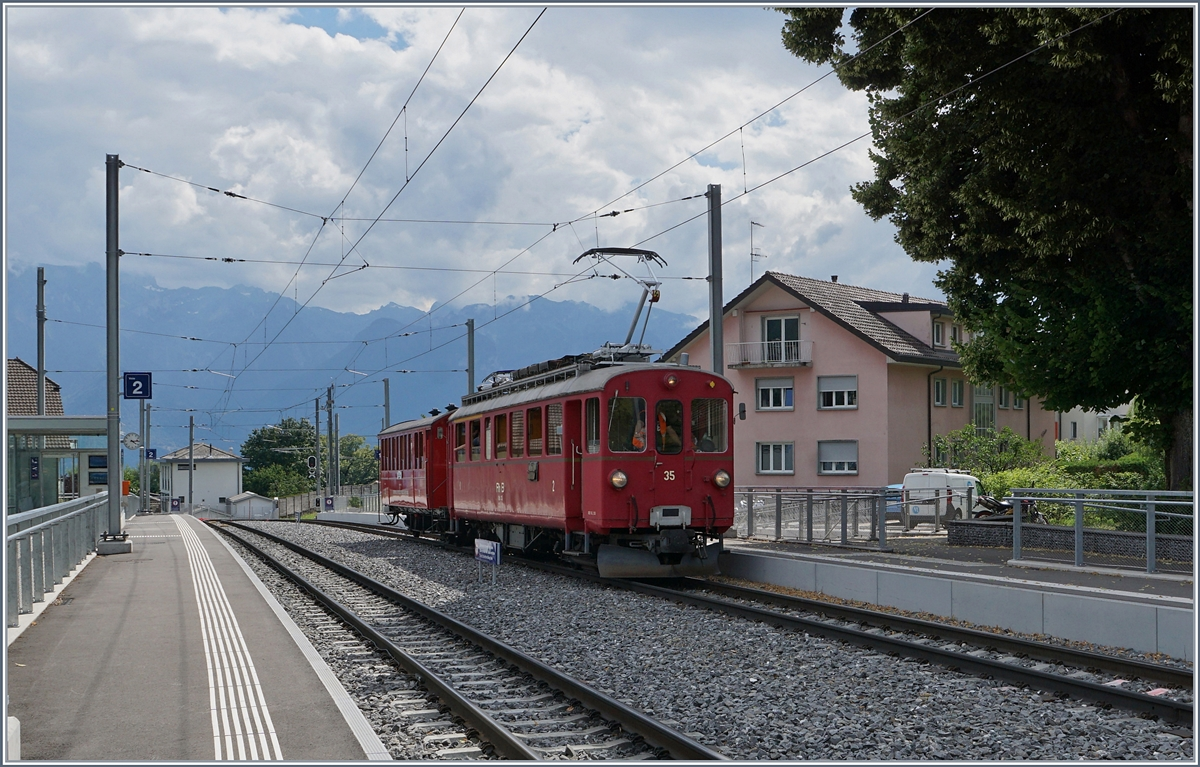 The Blonay-Chamby Riviera Belle Epoque Service from Vevey to Chaulin is arriving at the the  new  St-Légier Gare Station.