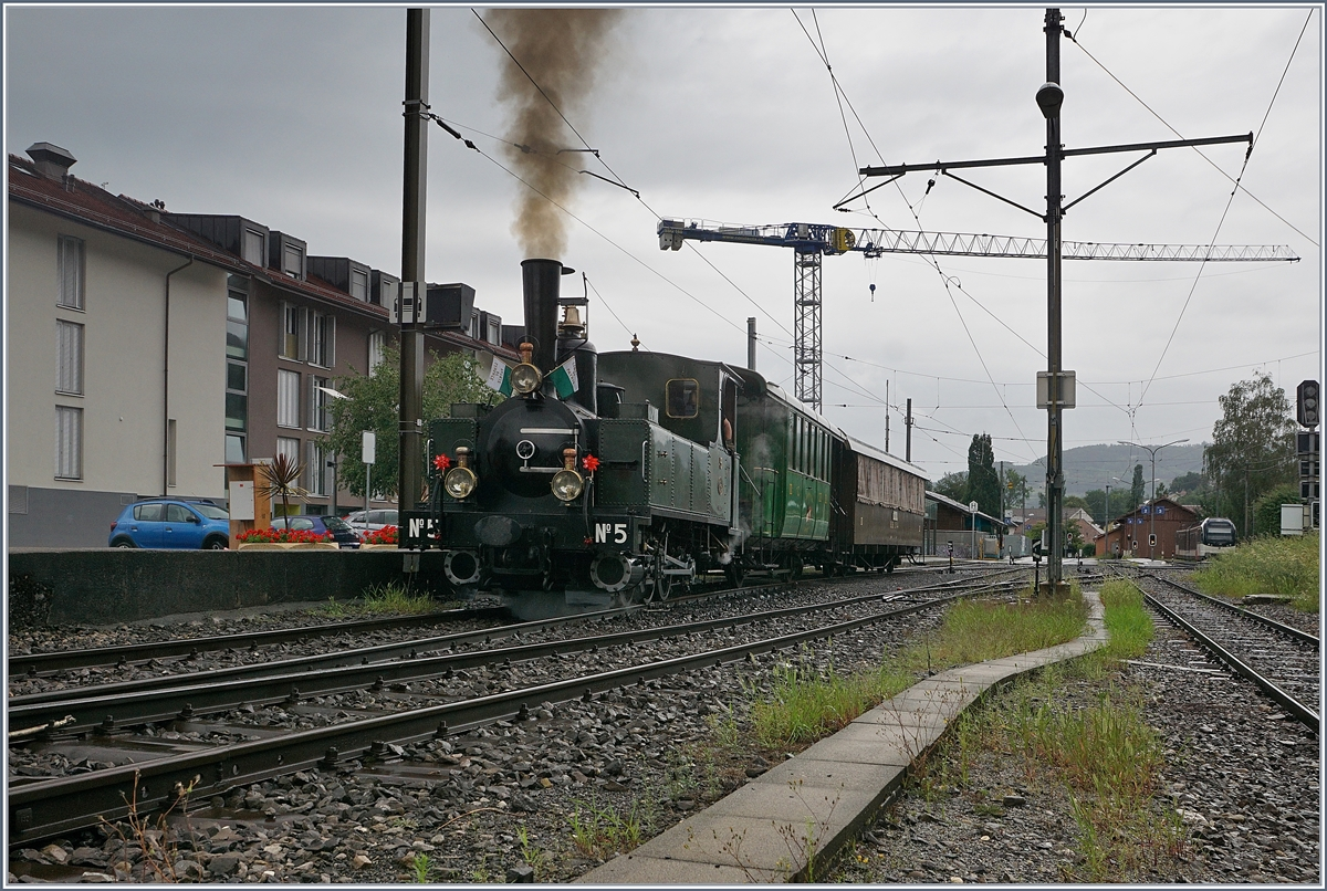 The Blonay-Chamby steamer with the LEB G 3/3 N§ 5 is leaving the Blonay Station on the way to Chaulin.