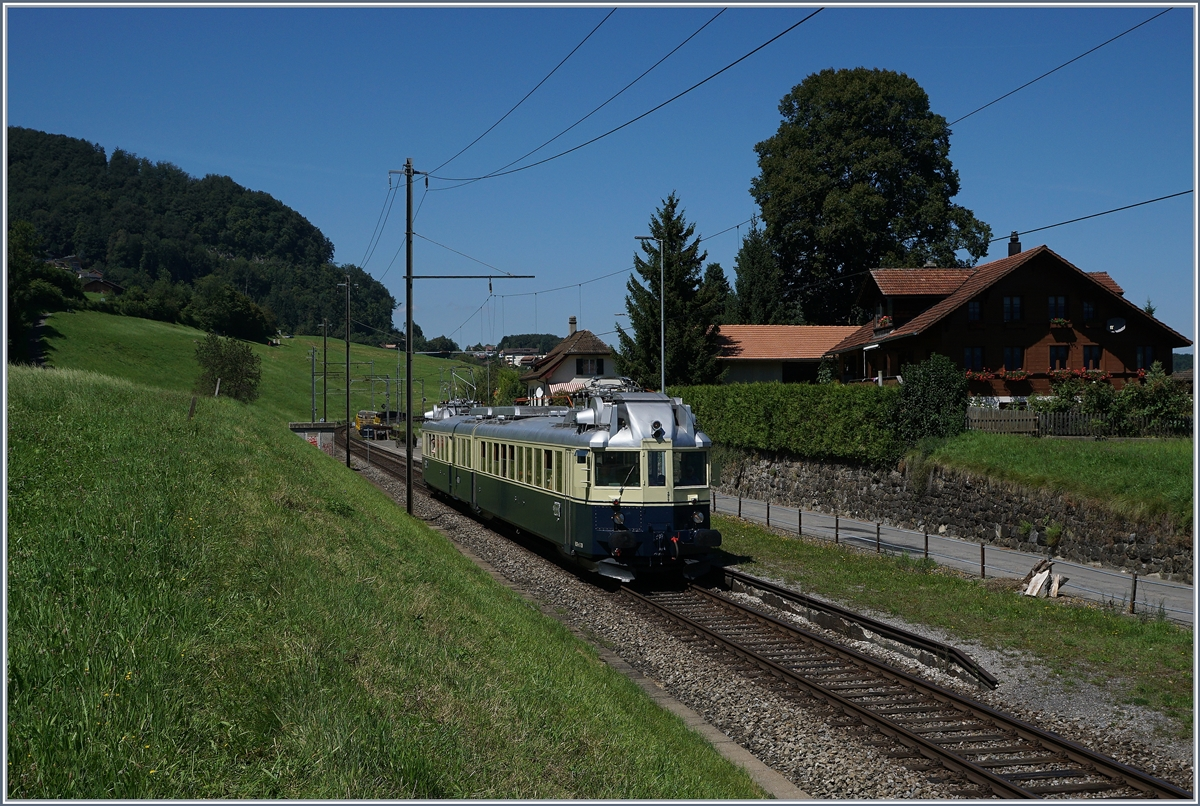 The BLS ABDe 4/6 by Faulensee. 