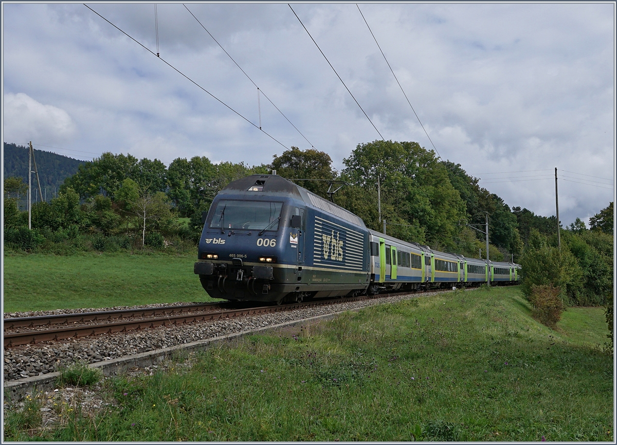 The BLS Re 465 006 wiht his RE from La Chaux-de-Fonds to Bern by Les  Geneveys-sur-Coffrane. 