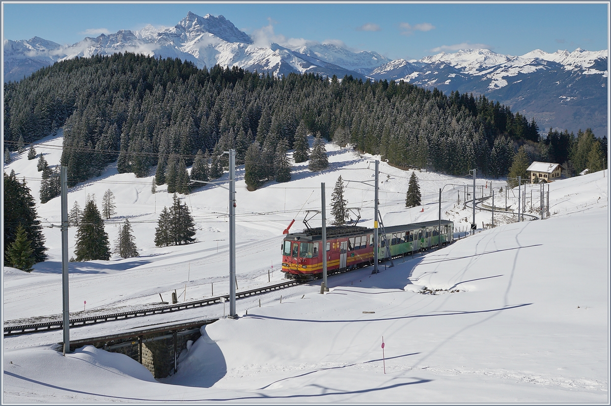 The BVB TPS BDeh 4/4 82 with a local train on the way to the Col de Bretaye by the Col de Soud with Dents de Midi in the Background.