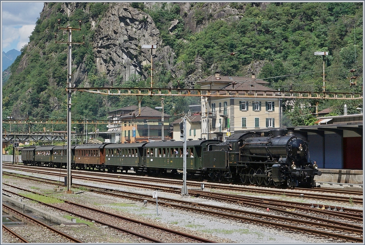 The C 5/6 2978 is arriving at Bodio.