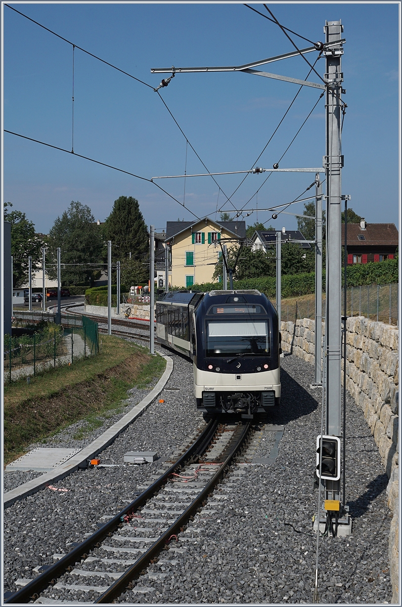 The CEV MVR ABeh 2/6 7508 is arriving at the St-Légier Gare Station. 