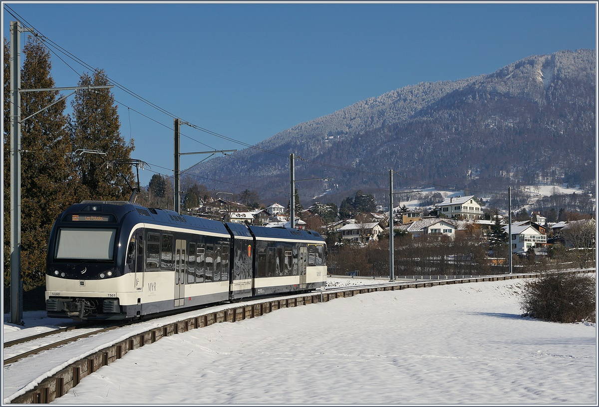The CEV MVR ABeh 2/6 7501 by Château d'Hauteville. In the background the Les Pléiades.