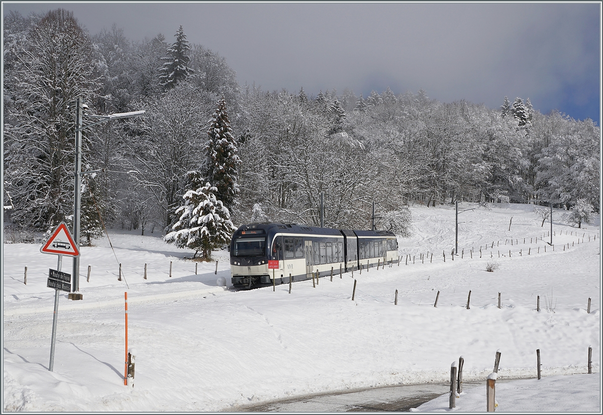The CEV MVR SURF ABeh 2/6 7505 near Fayaux on the way from the Les Pléiades to Vevey. 