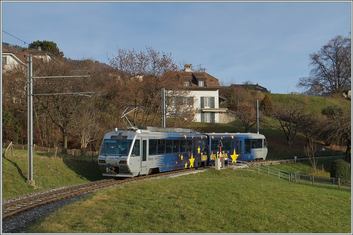 The CEV  Train des Etoiles  Bhe 2/4 71 wiht Bt on the way to Vevey by St Legier Gare.