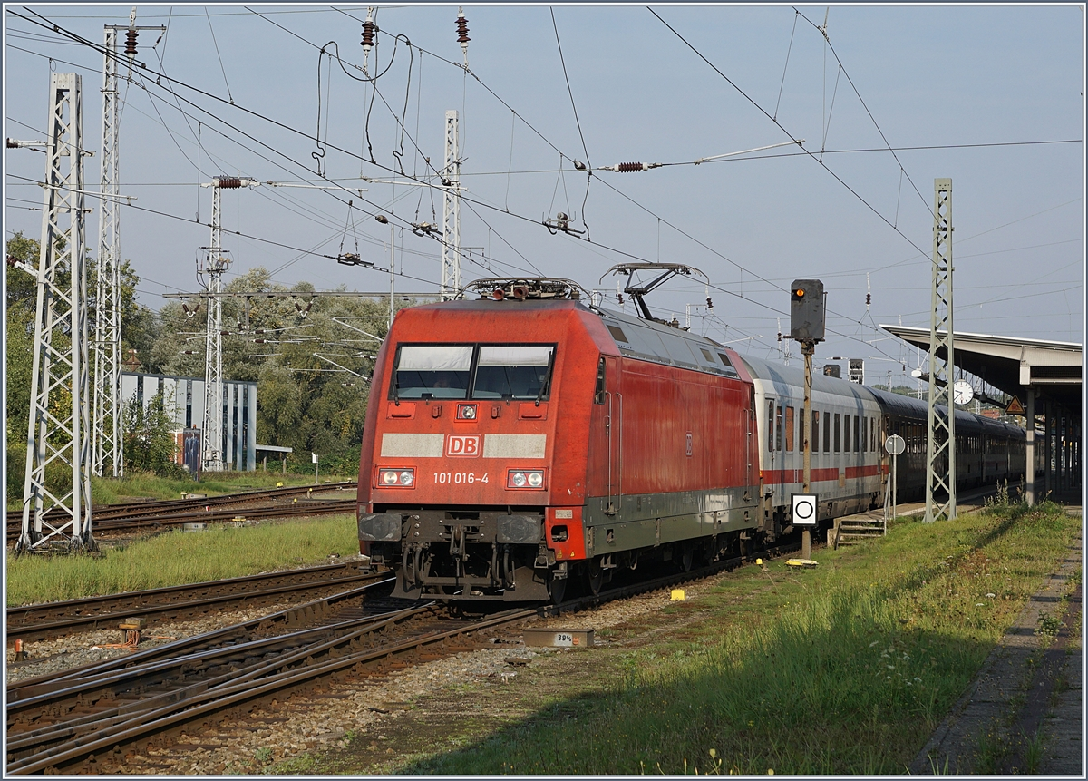 The DB 101 016-4 wiht an IC to Binz in Rostock.