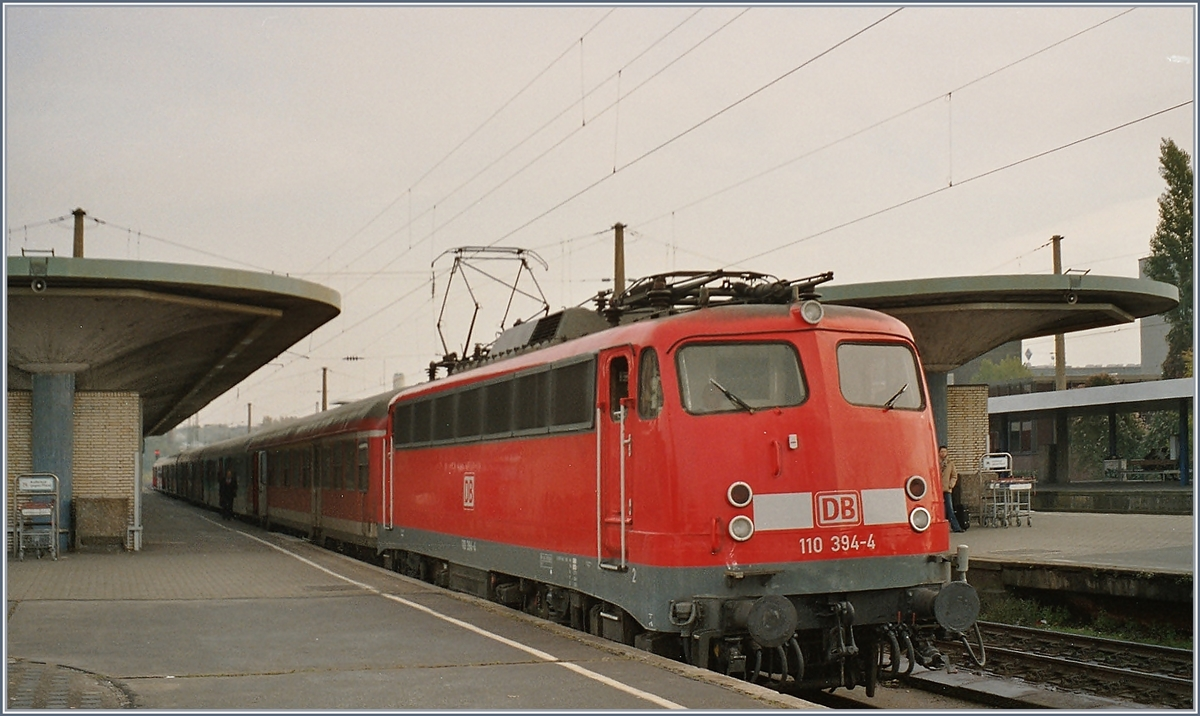 The DB 110 394-4 with a RB/RE in Bochum. 