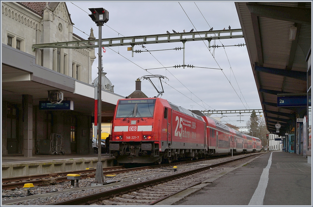 The DB 146 221-7 with a RB to Singen in Konstanz. 