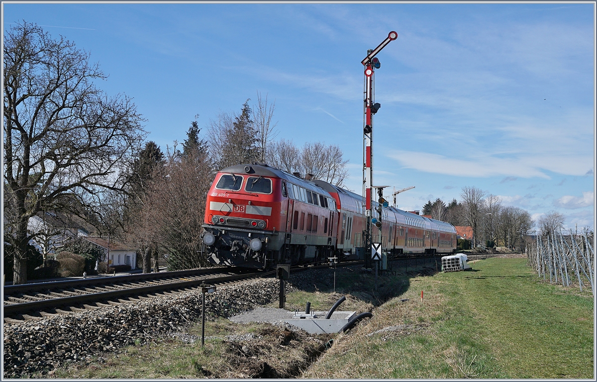 The DB 218 409-1 with a RE to Aulendorf by Nonnenhorn.