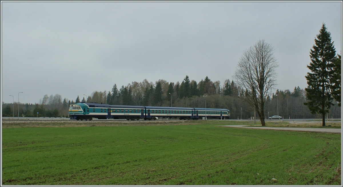 The DR1-B N°3707 with his train 0231 on the way to Pärnu by Kuiaru.
